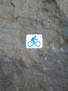 Kékestető-Parádfurdő kerékpárút, turistajelzés.